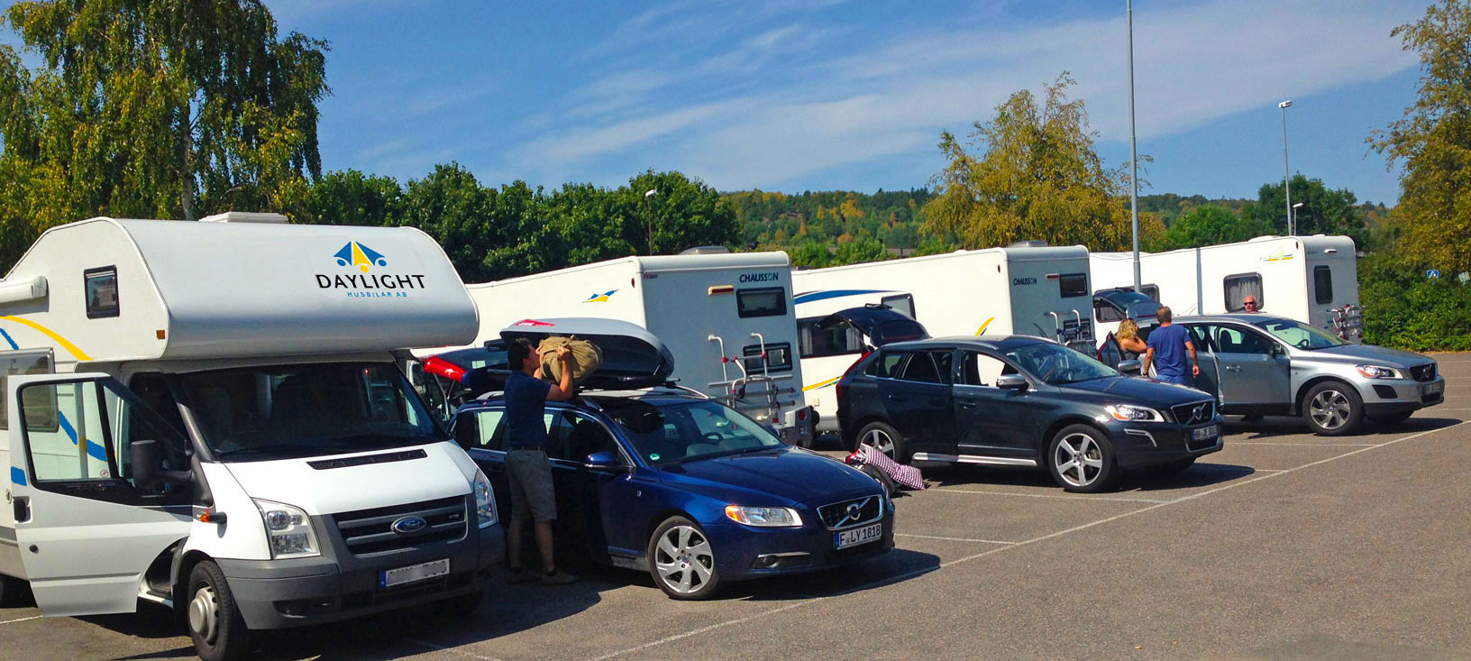 Many customers arrive by car - then it Is convenient to load/unload next to the motorhome