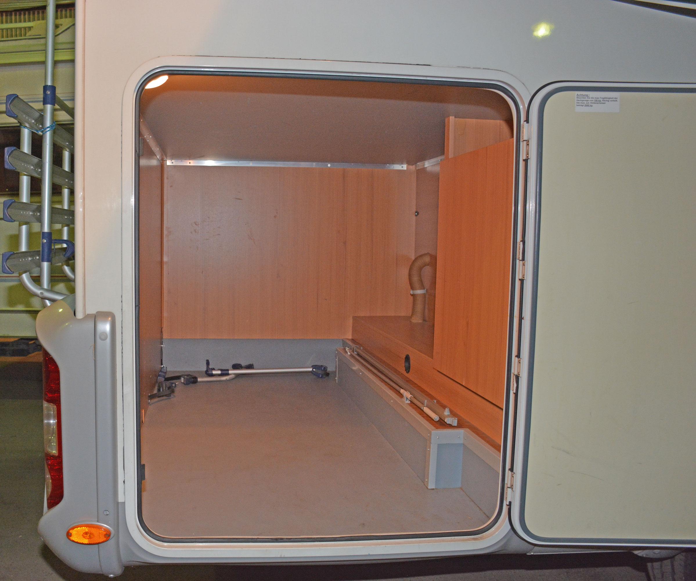312dc02bcc51 Hyr husbil – liten (2-3 pers) eller för familj, 4-6 bäddar