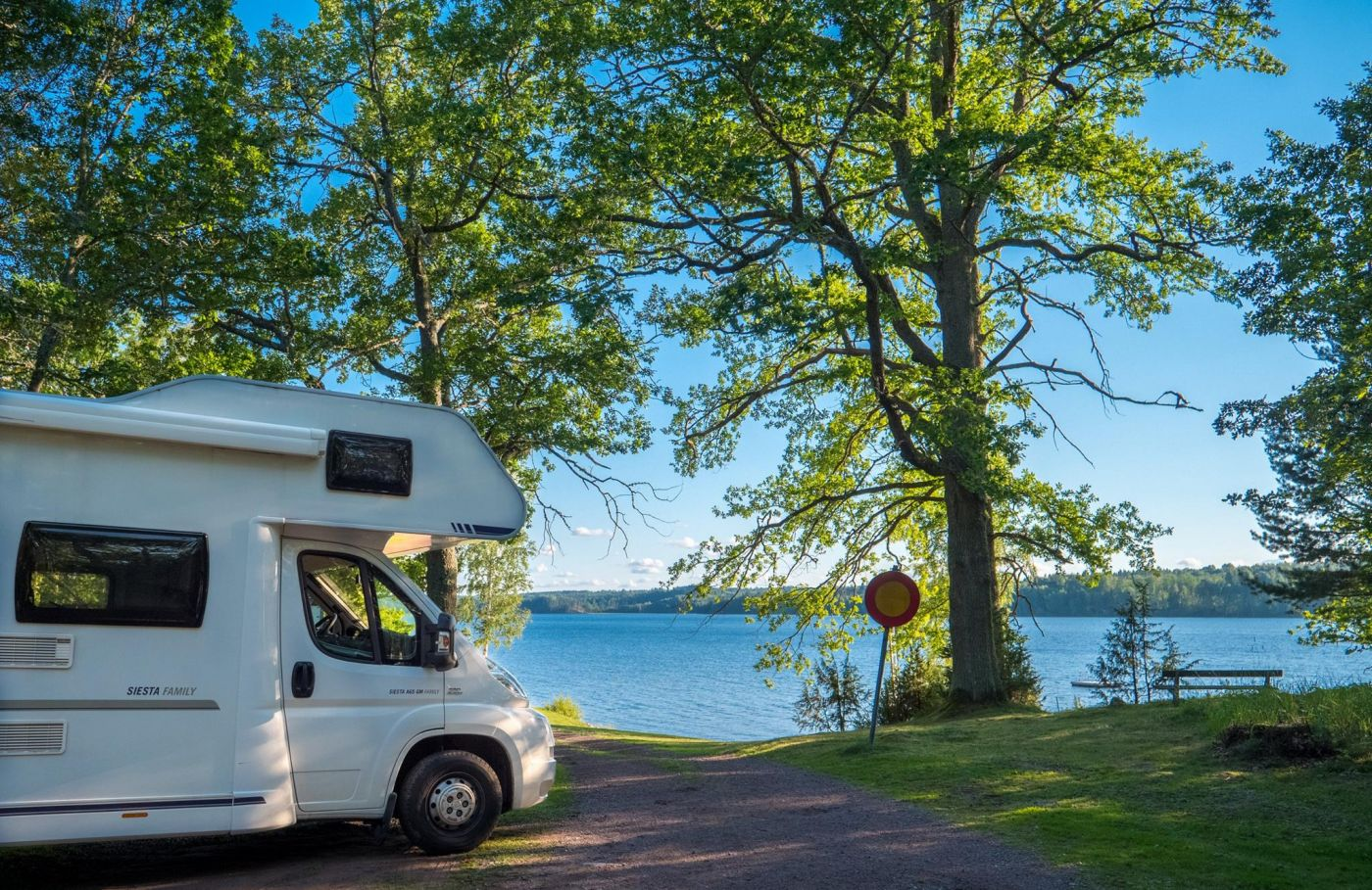 Park motorhome with lake view in Småland